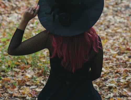 Magicienne de dos