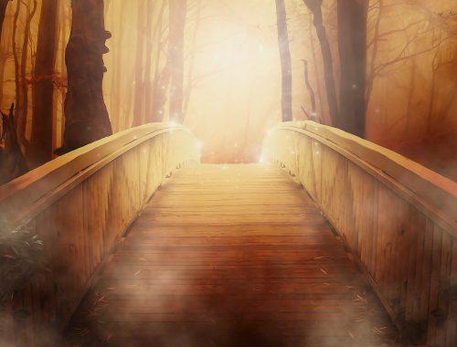 Pont amenant vers une lumière saisissante