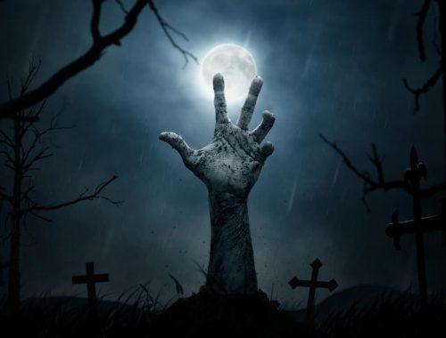 Main de zombie au clair de lune